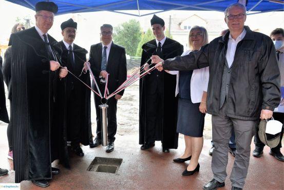 Alapkőletétel: a Jókai új épületszárnya