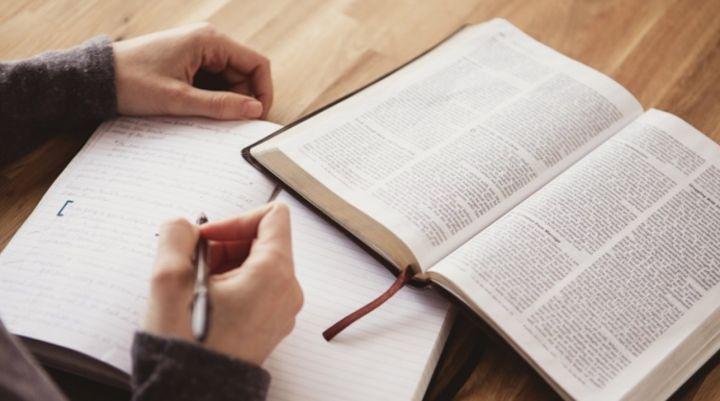 Hétfőn újra: Férfi bibliaóra - online